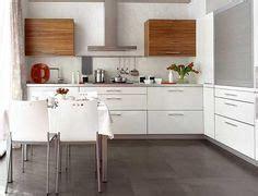 cocina suelo gris  pared blanca  madera buscar