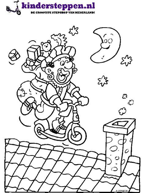 Kleurplaat Zwarte Piet Fiets by Kleurplaat Zwarte Piet Met De Step De Daken