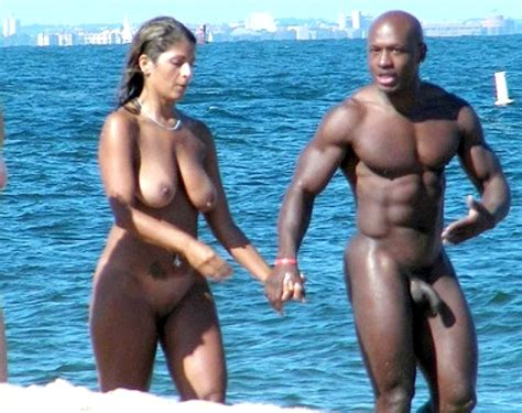 Horny Couple Walking Naked On The Sea Shore Random Sexy Babes
