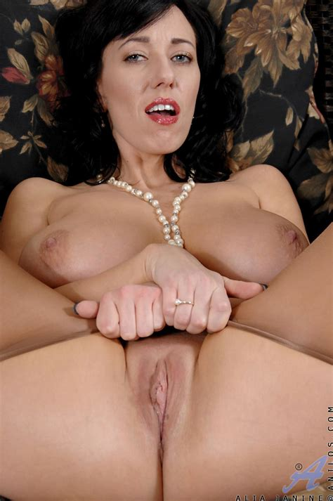 freshest mature women on the net featuring anilos alia janine mature picture