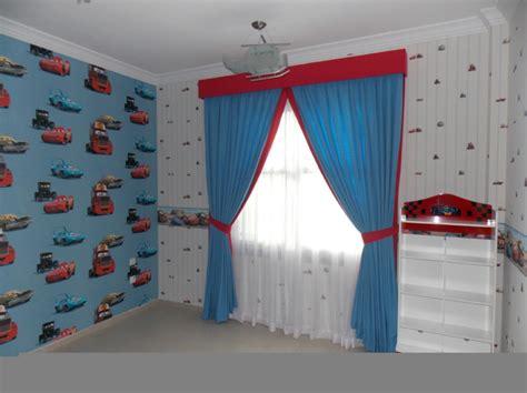 Tapete Für Kinderzimmer Jungen by Kindergardinen Mit Lustigen Mustern Beleben Das Kinderzimmer