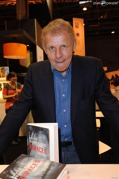 Avec eric leser et philippe dessertine, le grand débat du soir : Patrick Poivre d'Arvor au Salon du Livre à Paris le 18 mars 2012 - Purepeople