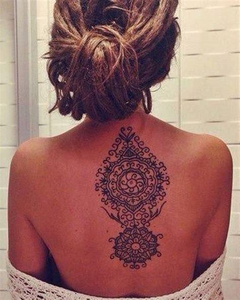 idee tattoo nuque milieu dos mandala femme tatouage femme