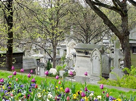 cimetiere du pere la chaise file pere lachaise looking the hill jpg wikimedia