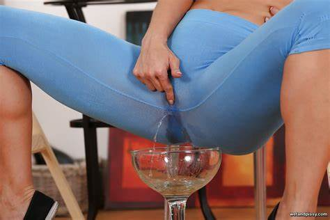 Bra And Leggings Pee European Cousin Chrissy Fox Closeup Yourself And Gonzo Pants