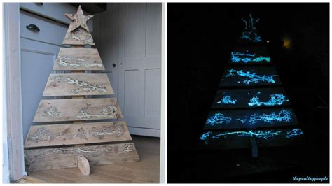 pallet christmas tree  glow   dark captured