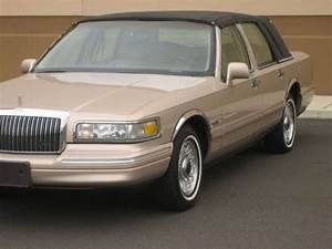 Find Used 1997 96 95 Lincoln Town Car Executive 1own Only