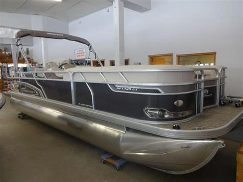 Princecraft Pontoon Prices by Princecraft Vectra 23 A Big Pontoon Boat With A Small
