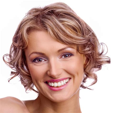 naturlocken kurze haare pfiffige kurzhaarfrisur mit sch 246 nen naturlocken mittellange und kurze haare mit locken