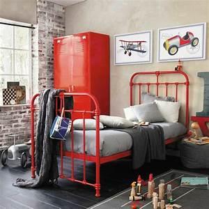 Armoire Metallique Chambre : l 39 armoire m tallique apporte l 39 esprit industriel la maison ~ Teatrodelosmanantiales.com Idées de Décoration