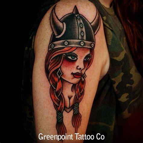 tatouage  school femme viking inkage
