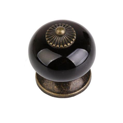 boutons de meubles de cuisine 1000 idées sur le thème poignee porte cuisine sur
