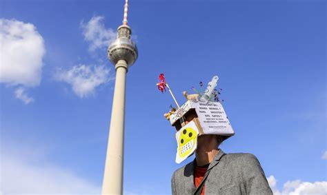 Trešdaļa vāciešu tic sazvērestības teorijām - Ārvalstīs ...