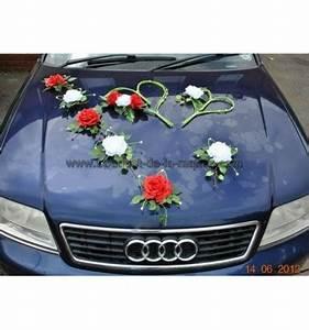 Deco Avec Piece De Voiture : d coration pour voiture de mariage avec des roses rouges blanches bouquet de la mariee ~ Medecine-chirurgie-esthetiques.com Avis de Voitures