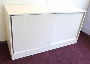 Buffet Portes Coulissantes : buffet bas en bois melamine laque blanc ouvrant par 2 portes coulissantes dimensions 75 x 140 x 50 ~ Teatrodelosmanantiales.com Idées de Décoration
