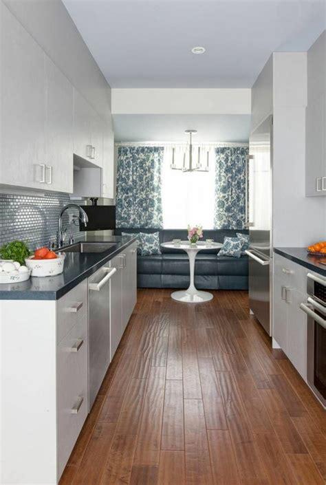 cuisine en longueur aménagement et décoration sympa pour ce bel appartement de