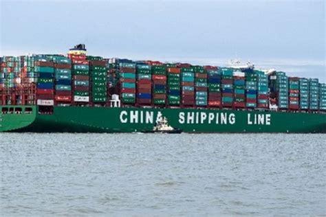 le  gros porte conteneurs du monde arrive en europe