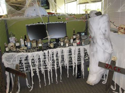 scary halloween cubicle decorations
