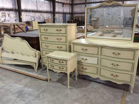 Drexel Bedroom Furniture by Six Vintage Drexel Provincial Bedroom Set