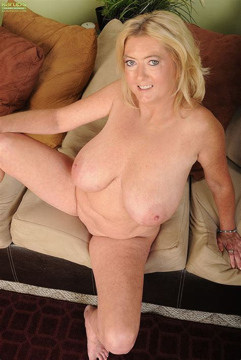 busty milf tahnee taylor flick her cherry moms archive