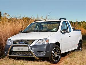 Pick Up Renault Dacia : nissan np200 is a dacia logan pick up in south africa autoevolution ~ Gottalentnigeria.com Avis de Voitures