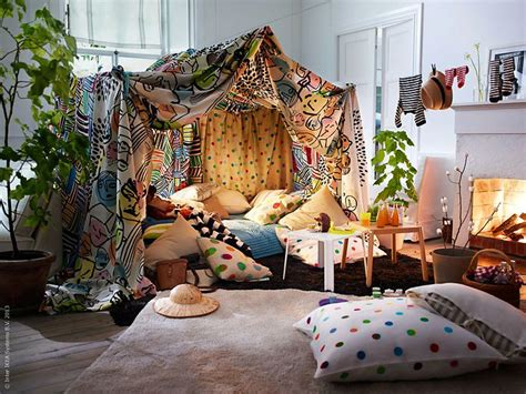 Ultimate Living Room Fort by The Ultimate Pillow Fort To Make With Cardine