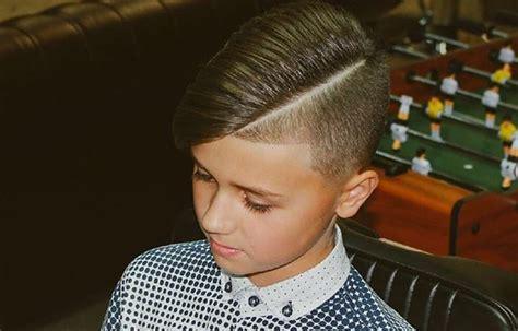 Модные стрижки для мальчиков 2020. Фото и названия причесок с выбритой полоской полубокс теннис шапочка андеркат ирокез шегги