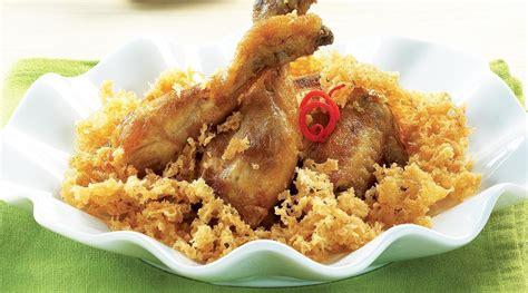 Giling atau ulek semua bahan diatas (bumbu) sampai halus. Resep Ayam Goreng Kremes Kelapa Yang Sangat Enak