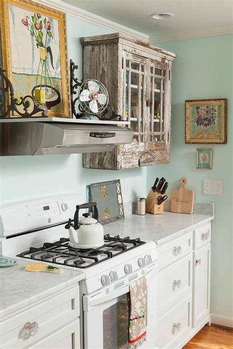 cuisine bleu clair cuisine shabby chic pour un décor chaleureux et romantique