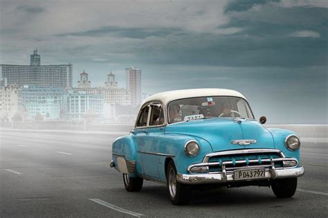 [photos] Obama's Cuban Visit Reintroduces Cuba's Classic