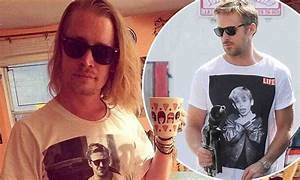 Macaulay Culkin wears hilarious T-shirt showing Ryan ...
