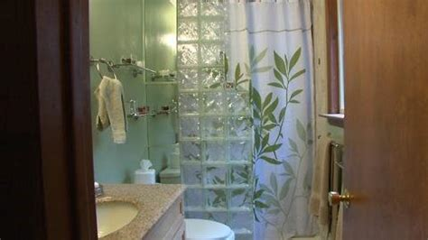 Inexpensive Bathroom Makeovers by Folding Fitted Sheets