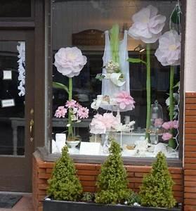 Blumen Aus Seidenpapier : blumen und pompoms aus seidenpapier basteln ideas schaufenster fenster schaufensterdekoration ~ Orissabook.com Haus und Dekorationen