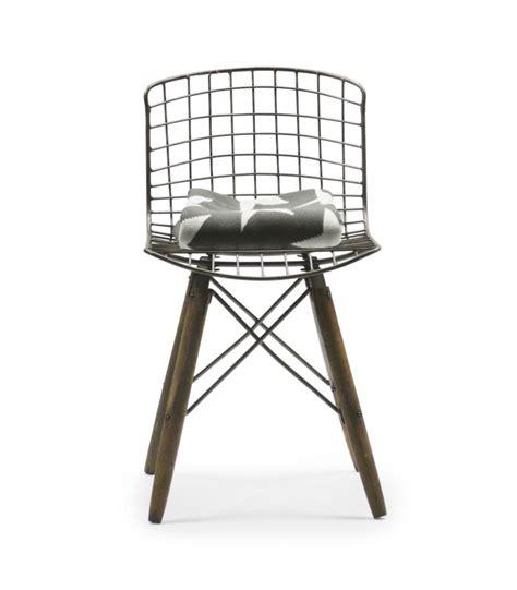 chaise en fil de fer chaise design fil de fer et pieds en bois wadiga com