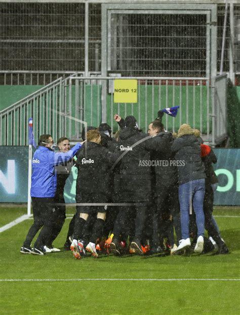 178.775 (ø 5.587 pro spiel) gelbe karten: firo: 13.01.2021 Soccer: Soccer: DFB Pokal Season 2020/21 Holstein ... | Buy Photos | AP Images ...