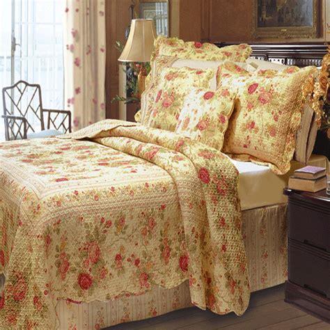 Antique Rose Quilt and Sham Set: BedBathHome.Com