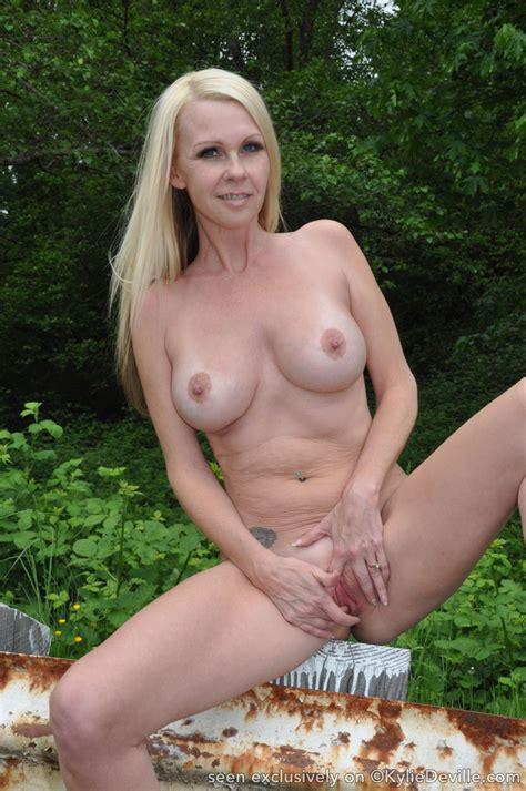 mature sex naked canadian milfs