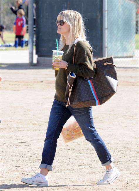 reese witherspoon oversized tote reese witherspoon handbags  stylebistro