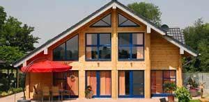Fertighaus Holz Polen : das fertighaus aus holz gibt es in verschiedenen varianten ~ Markanthonyermac.com Haus und Dekorationen