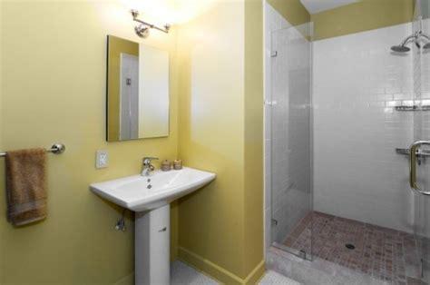 easy small bathroom design ideas simple bathroom designs small bathrooms images 06