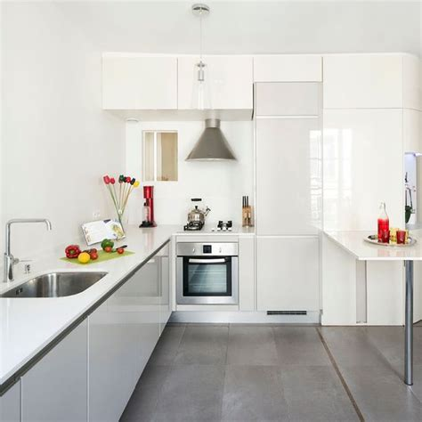 cuisine toute blanche cuisine blanche plan de travail gris cuisine grise