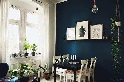 Wandfarbe Wohnzimmer by Wandgestaltung In Dunkelblau Im Wohnzimmer Und Im