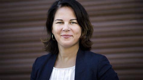 "Annalena charlotte alma baerbock (born 15 december 1980) is a german politician and the chairwoman of the alliance 90/the greens. Grünen-Chefin Annalena Baerbock: ""Traue mir das Kanzleramt zu"""