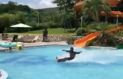 foto de No One Can Figure Out How Viral Video of Man Sliding