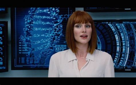 lead actress jurassic world bryce dallas howard is super sexy in jurassic world