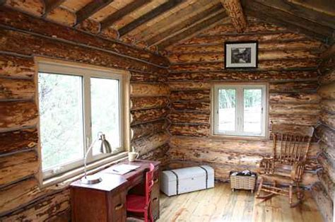 log cabin style mobile homes  rounded walls  wheels
