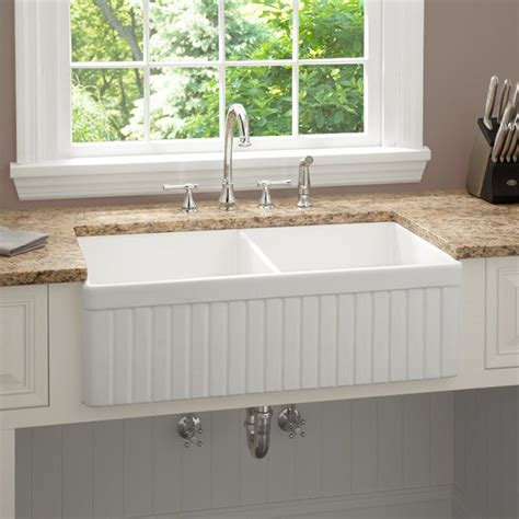 remodeling contractorwhats  deal  farmhouse sinks