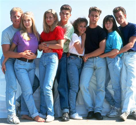 90 er jahre mode is a beverly 90210 reboot in the works