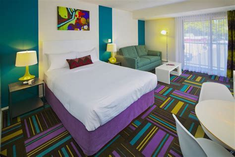 Hotel Zed Victoria & Kelowna   Island Floor Centre Ltd
