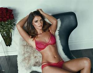 Lucy Mecklenburgh flaunted her washboard abs as she posed ...